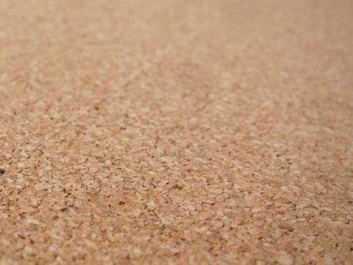 コルクボード表面の小粒コルク