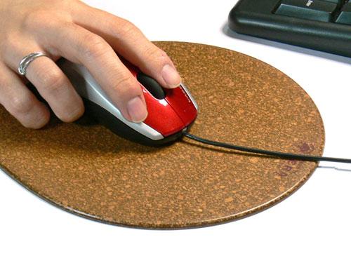 コルクのマウスパッドで汗予防